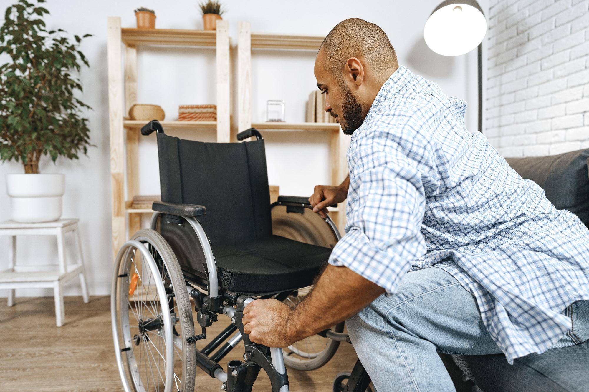 Jak zlikwidować bariery w poruszaniu się osoby niepełnosprawnej po mieszkaniu?