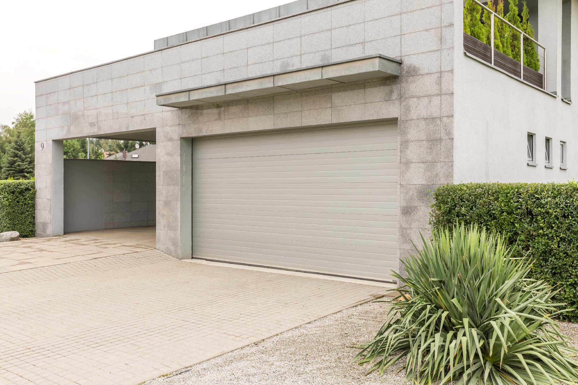 Jaka brama garażowa do garażu w bryle domu?